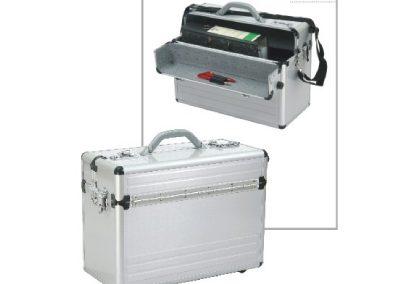 Aluminium koffer met slot en handriem open