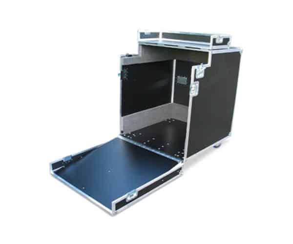 Flightcase met scharnierende klep als oprij plank